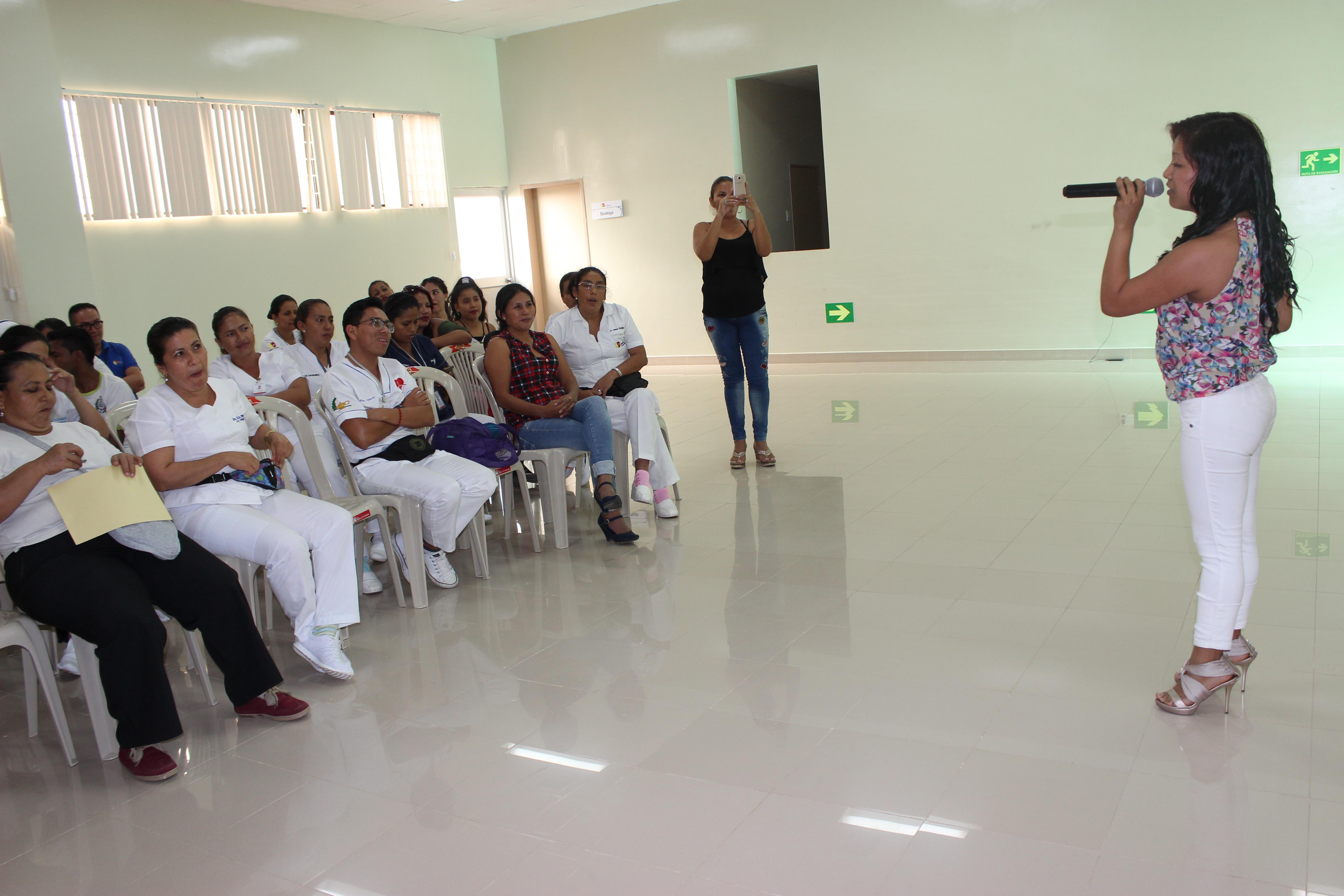 Auxiliares de enfermería del hospital Marco Vinicio Iza reciben ...